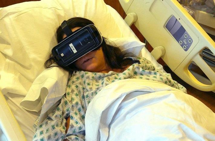Erin Martucci, de New York, a utilisé la réalité virtuelle pendant le travail avec sa fille Elizabeth.
