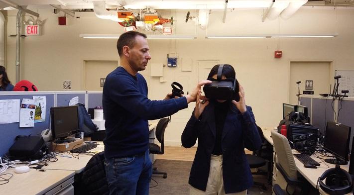 Les étudiants de Fordham en trains d'utiliser la VR