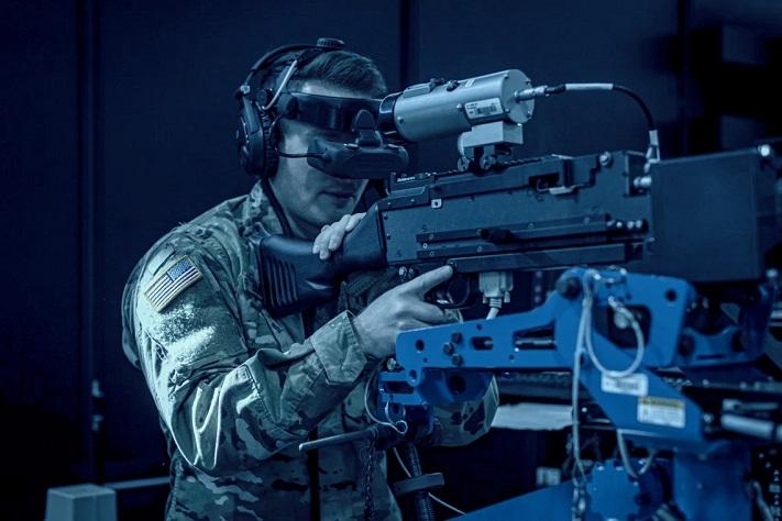 Un militant portant un casque VR et utilisant la technologie