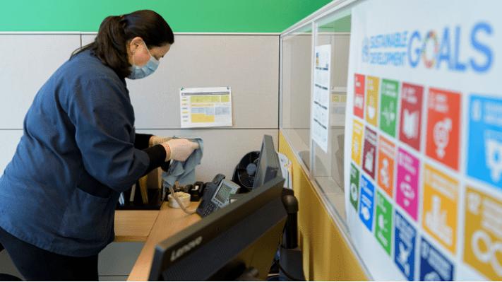 Les sessions virtuelles récemment organisées sur les rapports des pays sur les SDG sont venues avec leur propre série de nouveaux défis pour l'engagement. Photo par : Manuel Elias / U.N.