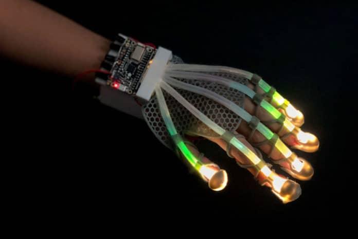 Un nouveau capteur cutané extensible donne aux robots et à la RV une touche humaine. Source : Université de Cornell