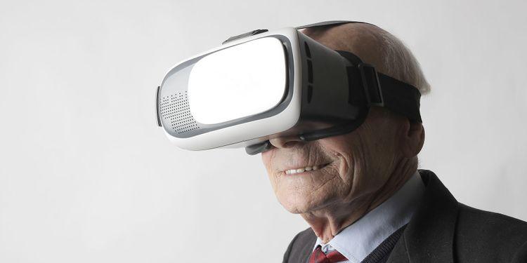 Comment initier les personnes âgées à la réalité virtuelle (VR)